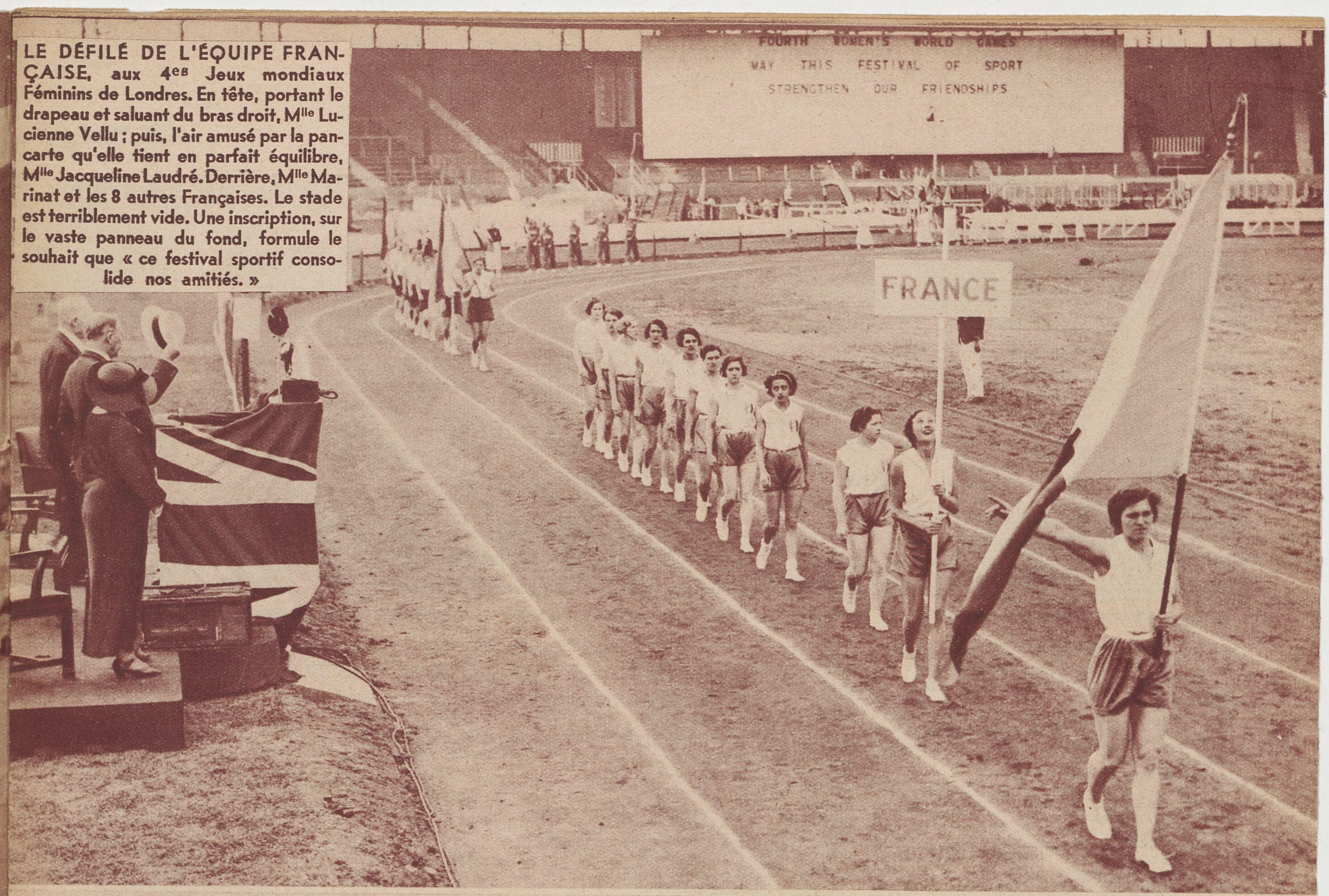 Délégation française lors des Jeux mondiaux féminins de Londres en 1934. Source : Le Miroir des sports, 14 août 1934.