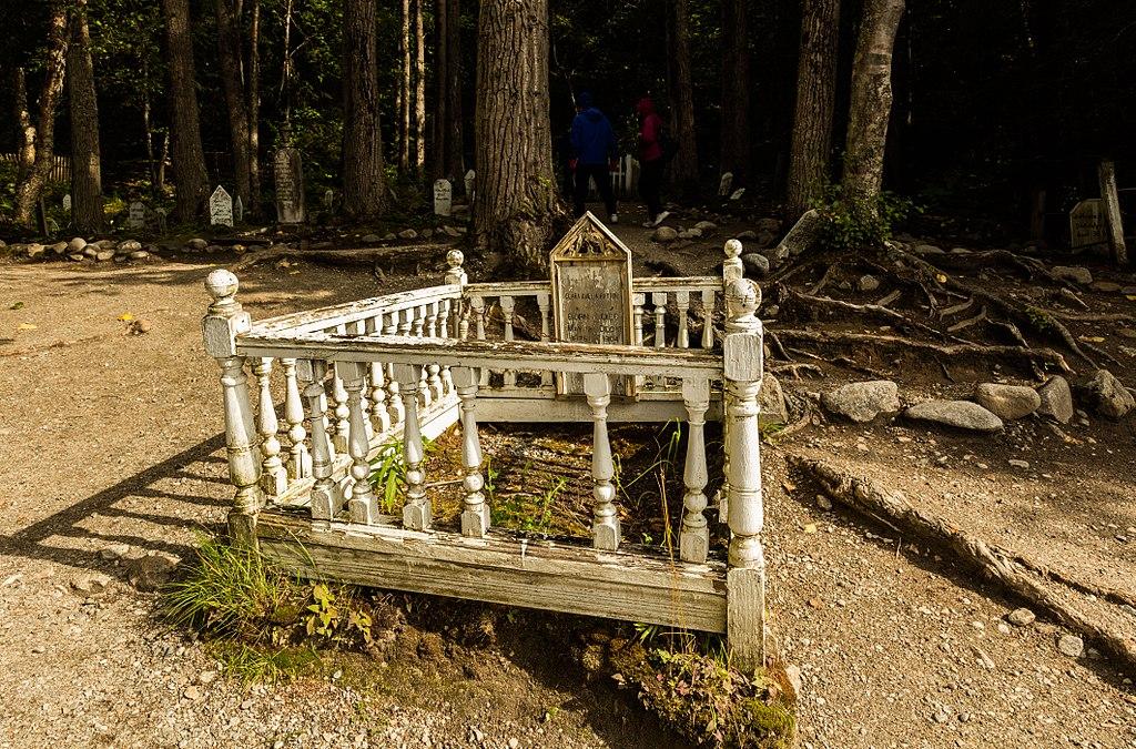 """Cementerio de la fiebre del oro, Alaska """"Diego Delso, http://delso.photo/, License CC-BY-SA"""""""